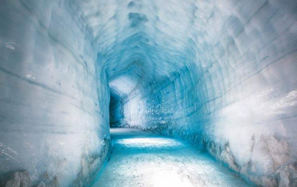 Крупнейший искусственный ледяной туннель в мире