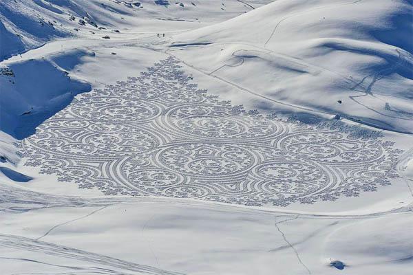 Искусство под ногами: массивные геометрические рисунки на снеге и песке от Саймона Бека