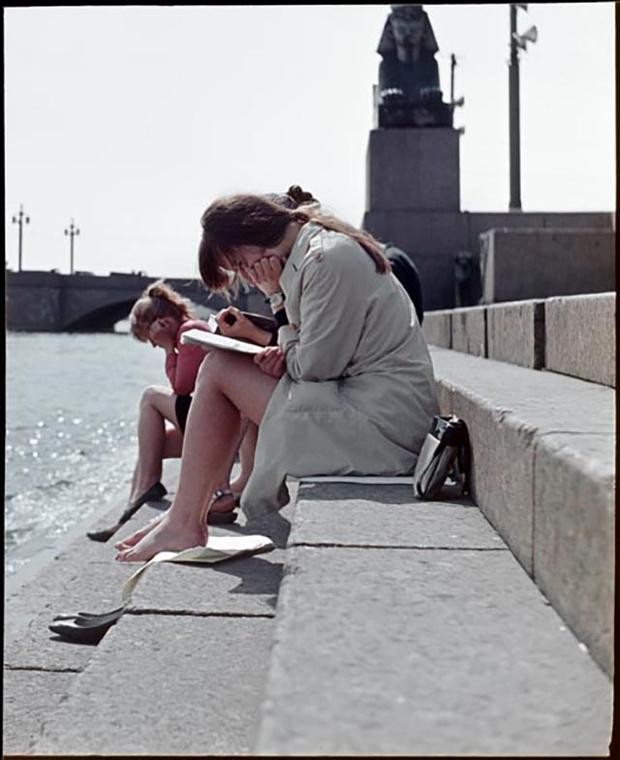 Июньская сессия на берегу Невы. 1970-е