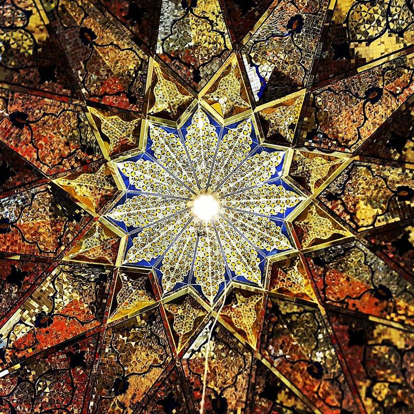 Потолок в мечети Shahe-Cheragh,Шираз, Иран