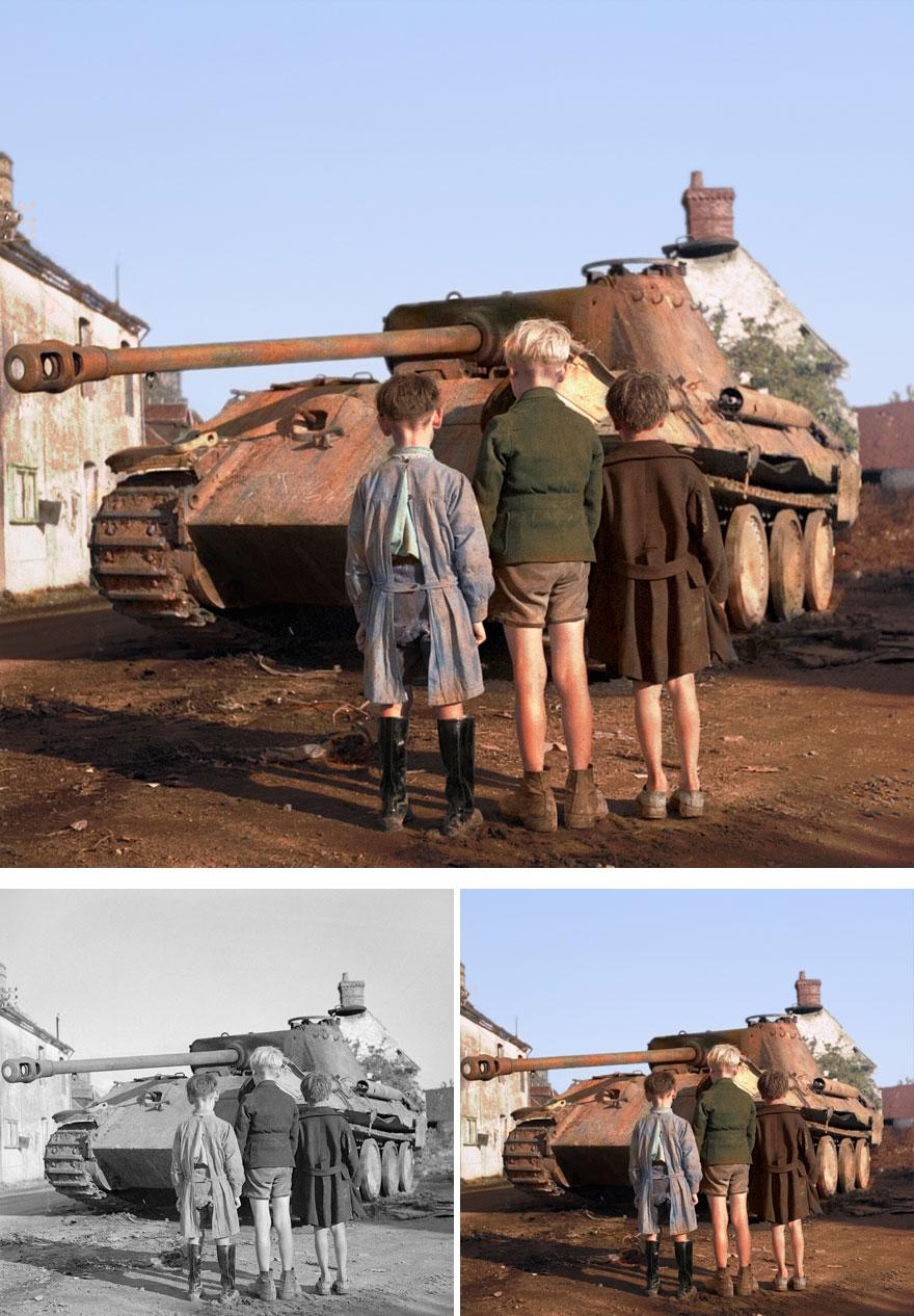 Три французских мальчиков смотрятна разбитыйнемецкий танк Пантера
