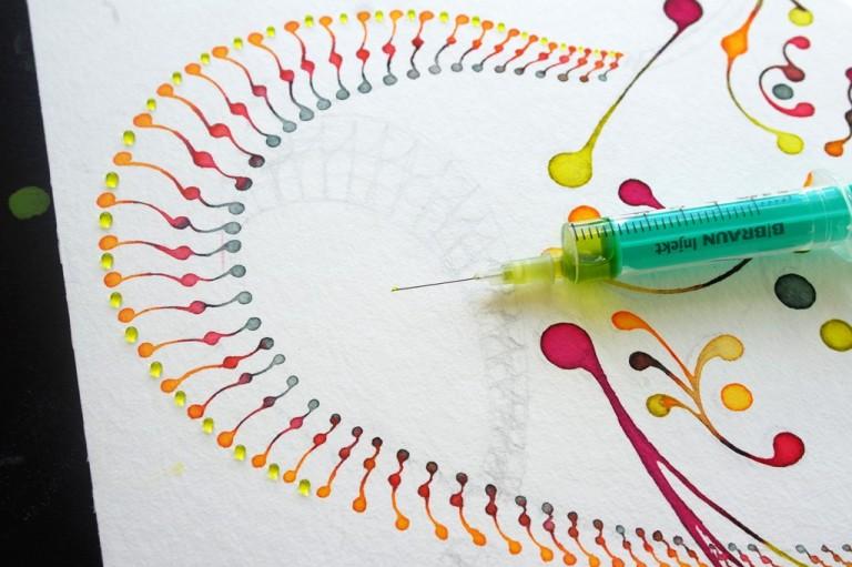 «Доттинг» - рисование с помощью шприца.
