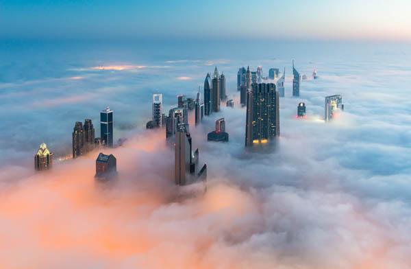 Головокружительные фотографии Дубая, охваченного туманом