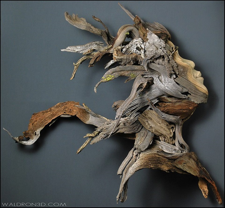 Скульптуры из дерева и металла.