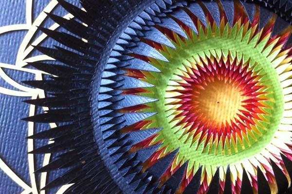 Деликатные произведения из цветного картона от Клэр Пентлоу