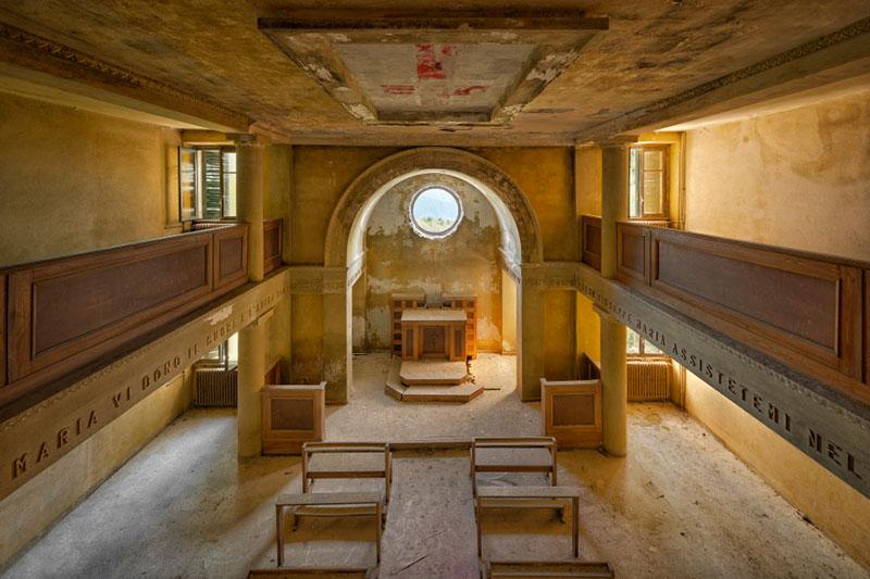 Заброшенные церкви в работах Питера Унтермаерхофера