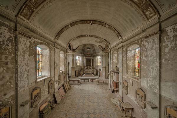Своеобразная красота заброшенных церквей в работах Питера Унтермаерхофера