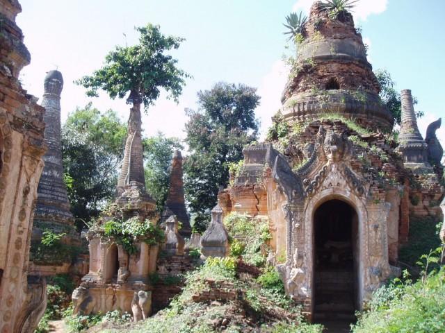 Шви Индеин Пагода в Мьянме