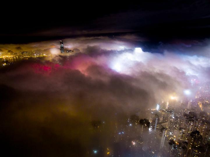 Cнимки Гонконга, охваченного туманом, от Энди Енга