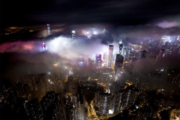 Захватывающие снимки Гонконга, охваченного туманом