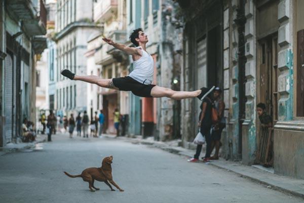 Величественный балет на улицах Кубы