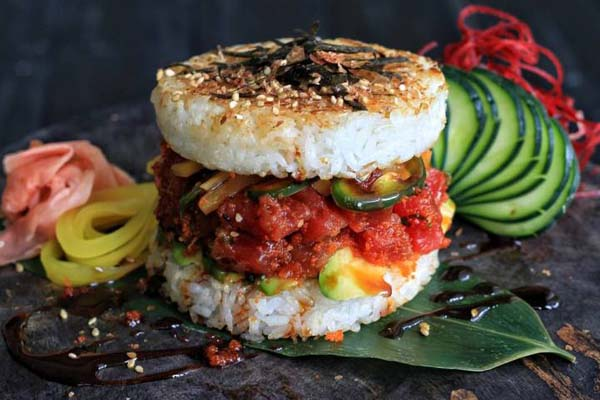 Новый фуд-тренд: суши-бургер