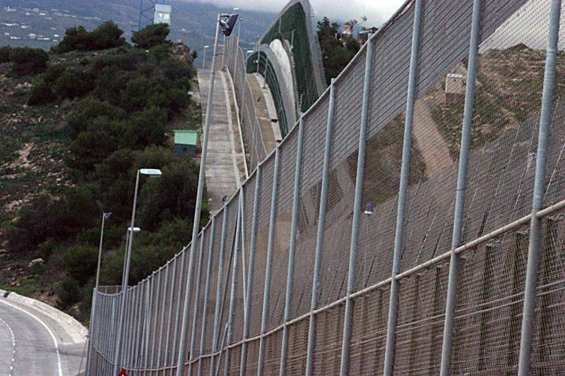 Стены, разделяющие разные страны