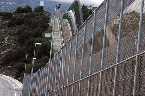 Фотографии стен со всего мира, разделяющих разные страны