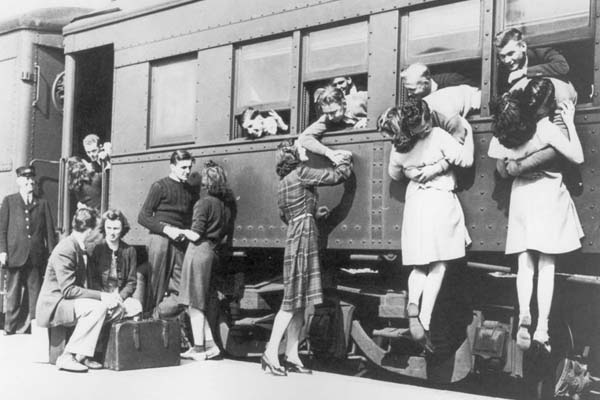40 исторических фотографий любви во время войны