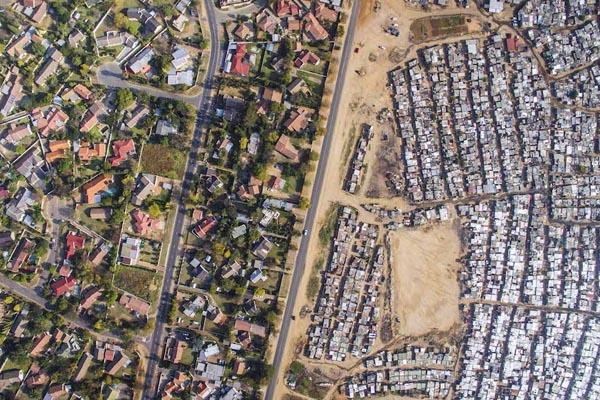 Снимки, демонстрирующие разрыв между богатыми и бедными в ЮАР
