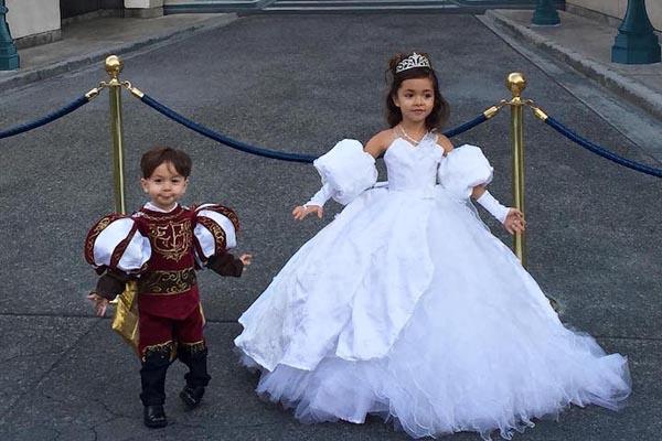 Папа-модельер создаёт сногшибательные наряды для своей семьи