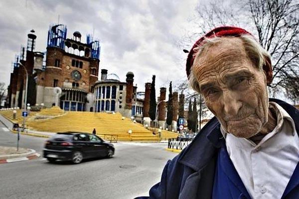 Человек, который строит собор в одиночку