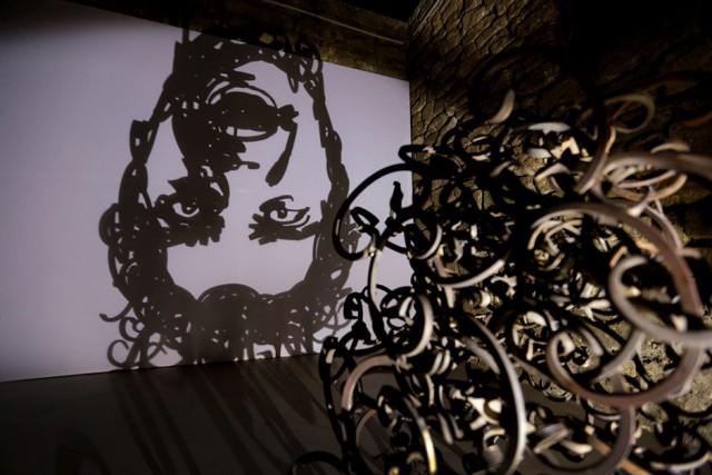 Игра с тенью, инсталляции света и тени, Рашад Алакбаров