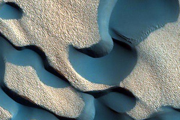 Новые захватывающие снимки поверхности Марса