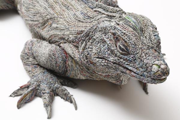 Потрясающие скульптуры из газет от Чие Хитотсуямы