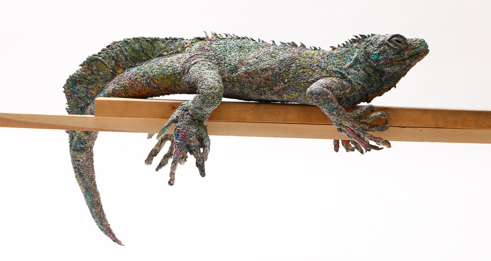 скульптуры из газет, Чие Хитотсуяма, Chie Hitotsuyama