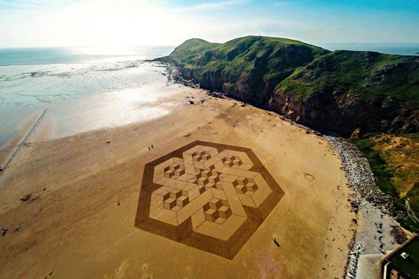 Масштабные песчаные произведения от Джулиана Ричардсона