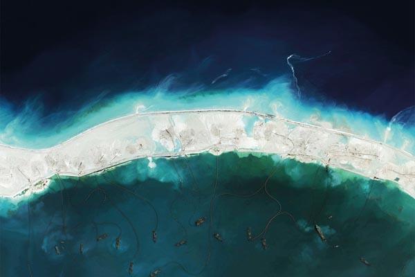 Книга Overview: спутниковые снимки Земли раскрывают человеческое влияние на планету