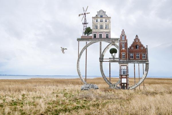 Houses: сюрреалистичные цифровые коллажи от Маттиаса Юнга
