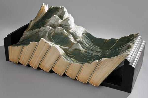 Замысловатые скульптуры из старых книг от Гайя Ларами