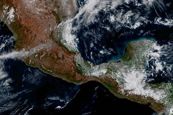 Первые изображения с самого нового метеорологического спутника GOES-16