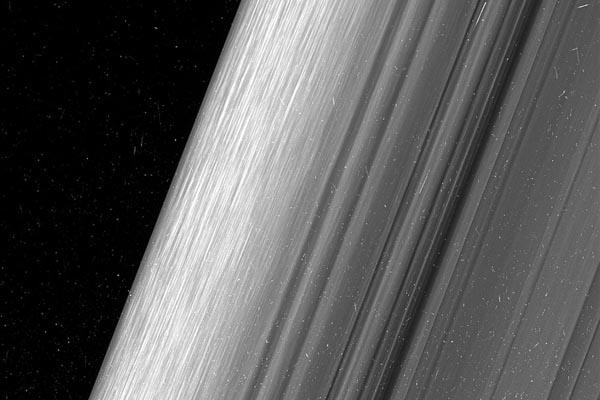 Самые новые снимки колец Сатурна с межпланетной станции «Кассини»