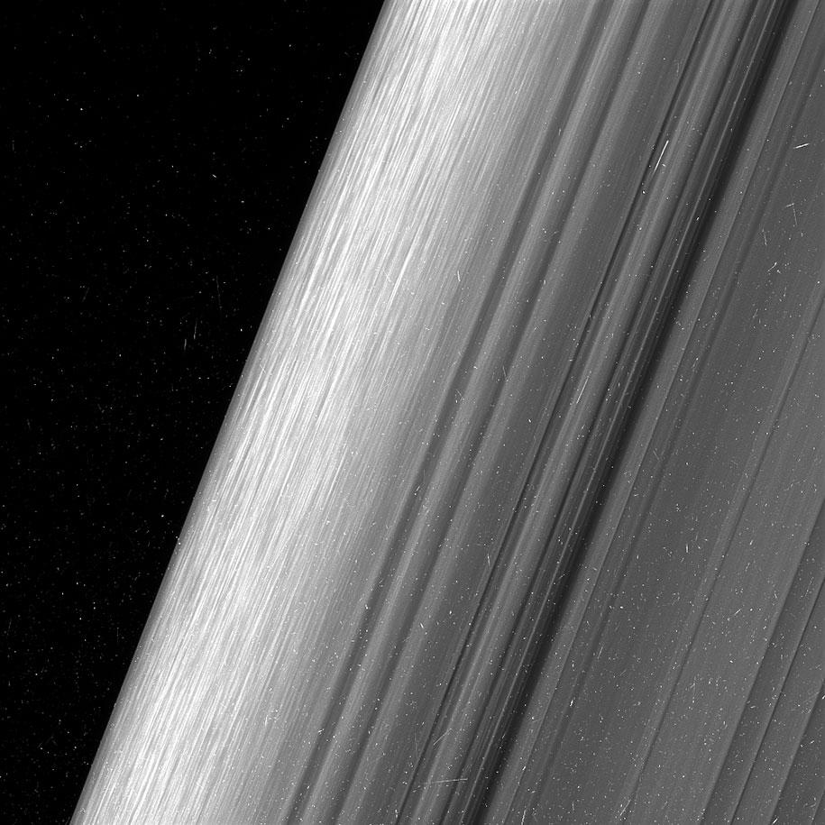 Снимки колец Сатурна со станции «Кассини»