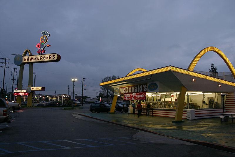 Здание Макдоналдса в Америке