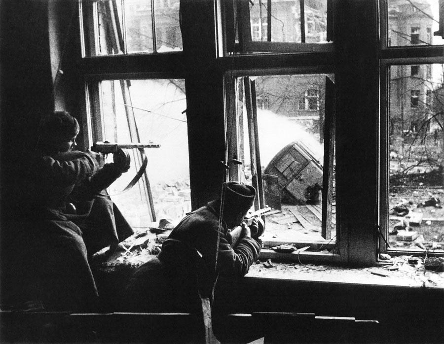 Бой, 1943 год