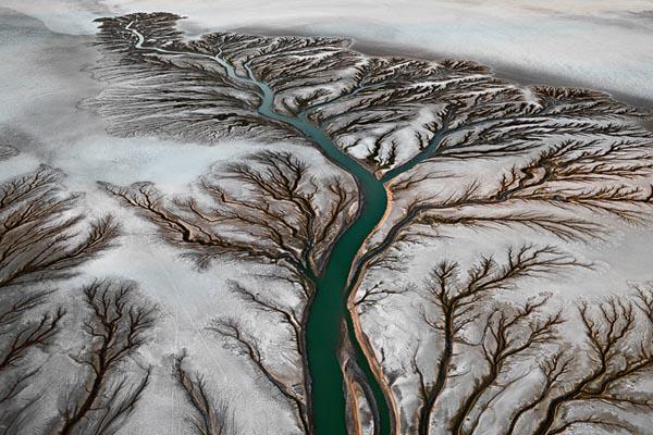 Влияние промышленности на водные ресурсы в фотографиях Эдварда Буртинского