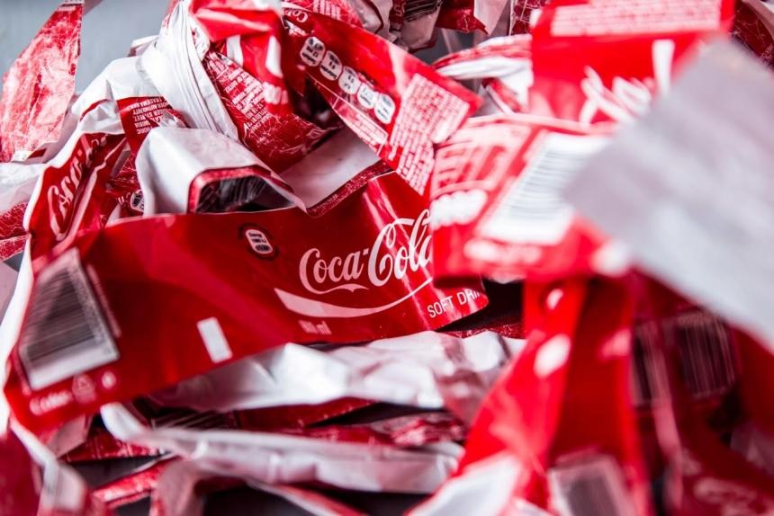 дизайн бутылки из переработанного стекла и обёрток от Coca-Cola, Fitzroy