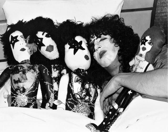 Вокалист группы Kiss Пол Стэнли, 1977