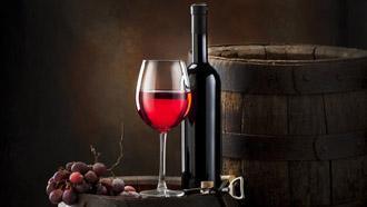 Вино с бокалом