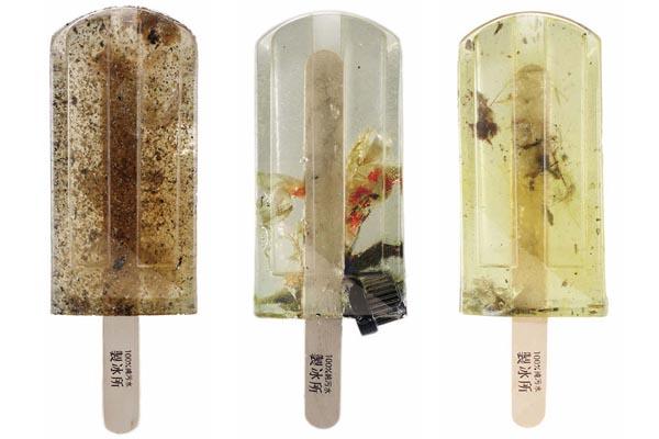 Мороженое из загрязнённой воды, обращающее внимание на экологические проблемы