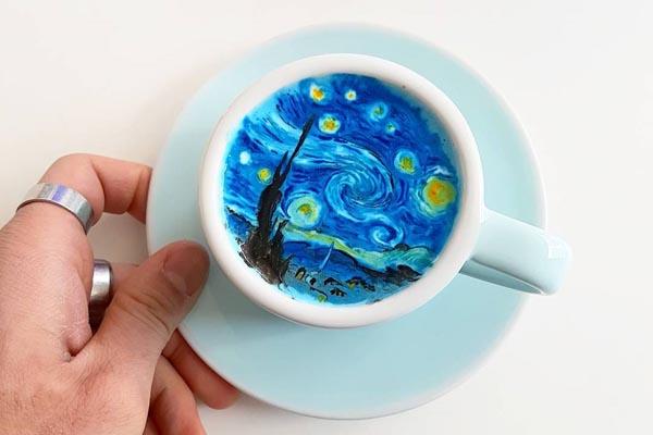 Художественные шедевры в маленькой чашечке латте