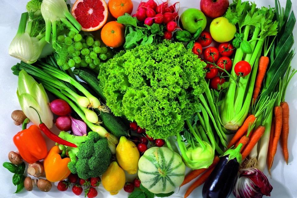 Натюрморт из зелени и овощей