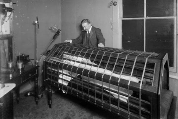 Странные медицинские изобретения прошлого, похожие на орудия пыток