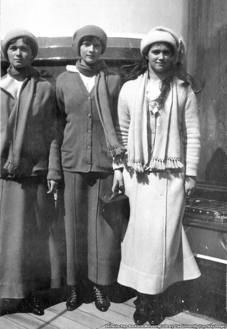 Великие княжны Ольга, Татьяна и Мария.Сестрам было 22, 21 и 19 лет, когда они были убиты