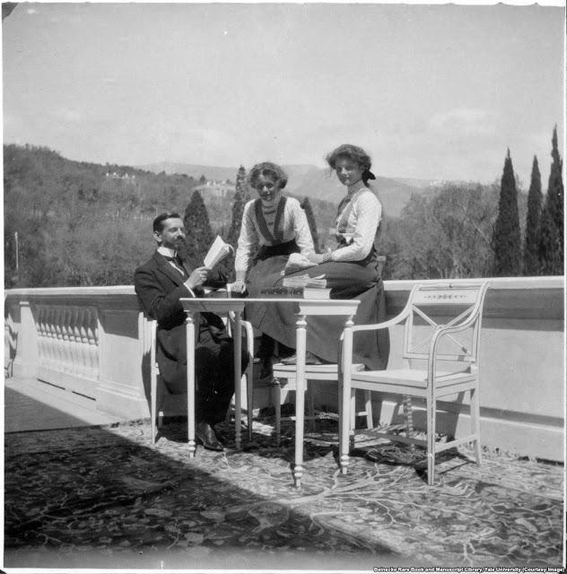 Наставник семьи Пьер Жильяр с Ольгой и Татьяной