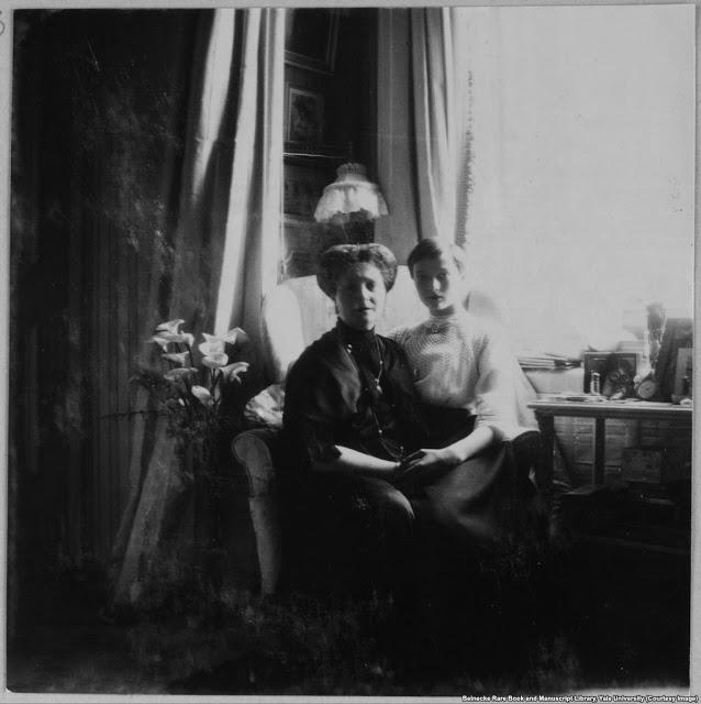 Императрица Александра и её дочь Татьяна