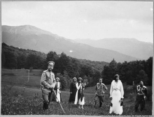 Николай II и его дочери в Крыму