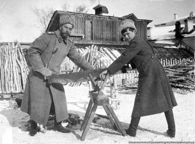 Николай II и его сын Алексей