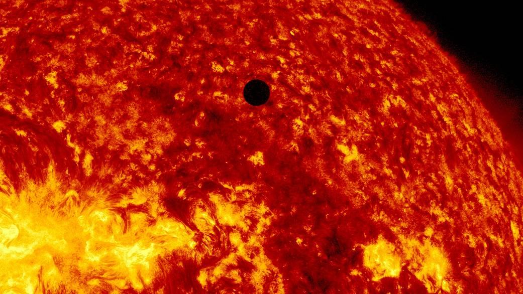 Прохождение Венеры по диску Солнца 5 июня 2012 года NASA