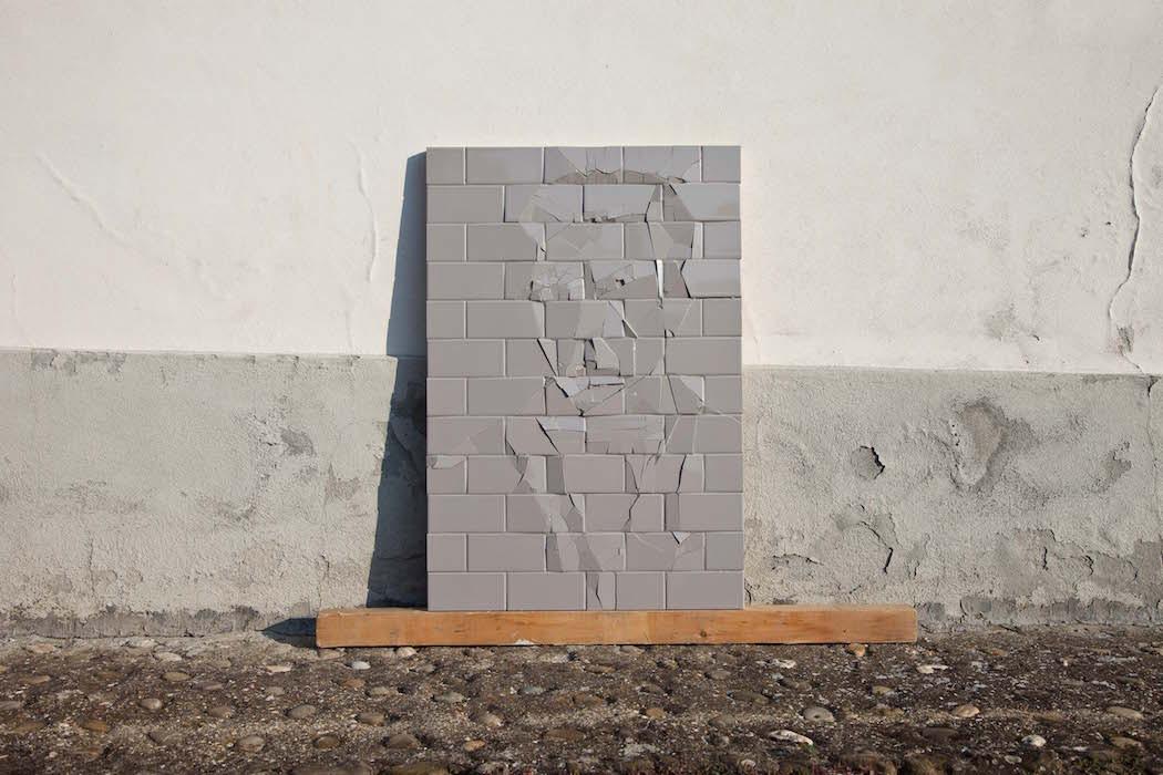Инсталляции из разбитой плитки от Грациано Локателли